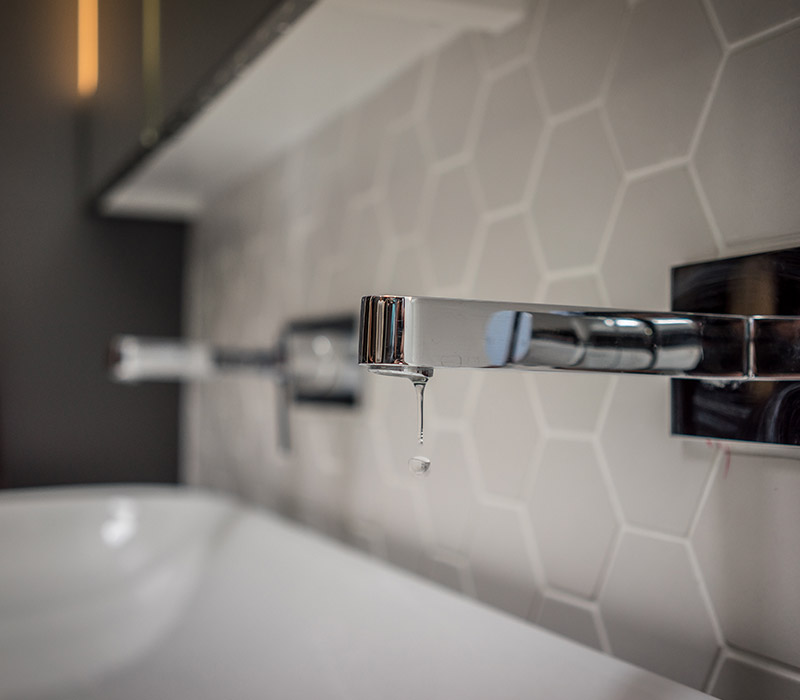 Tap fitting and tap plumbing